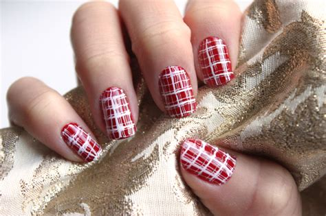 plaid pattern nails manicure monday plaid nails with syl and sam lulus com