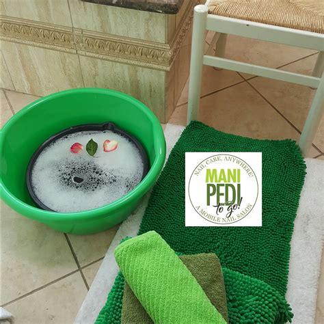 mobile pedicure service mobile nail service l a manicure pedicure service delivery