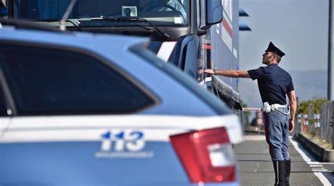 telecamere autostrada dei fiori camionista trovato senza vita sull autofiori indaga la