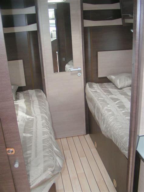 cing car occasion avec lit jumeaux options antenne sat autopanneau solaire