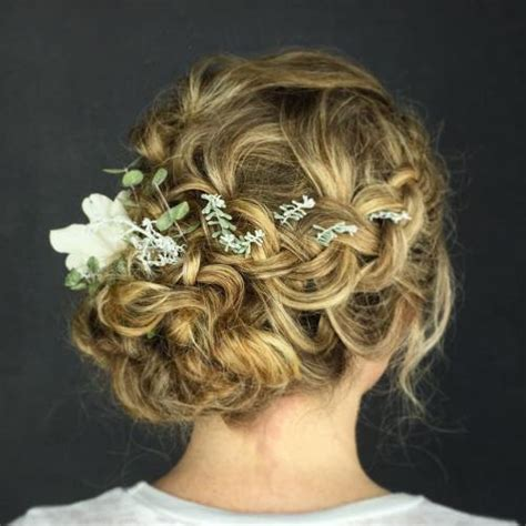 Wedding Hairstyles Curly Braid by 20 Soft And Sweet Wedding Hairstyles For Curly Hair 2018
