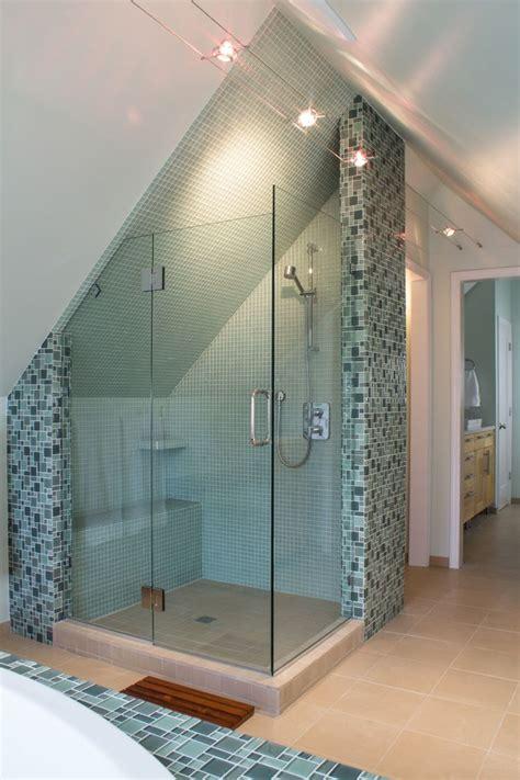 Badezimmer Unterschiedliche Fliesen by In Diesem Badezimmer Gibt Es Viele Unterschiedliche
