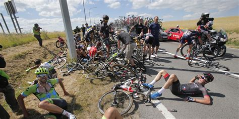 tour de horrible tour de crash brings 20 riders