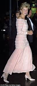 Dianas Dress Sells For 60000 by Five Dresses Worn By Princess Diana Sell For 500 000 At