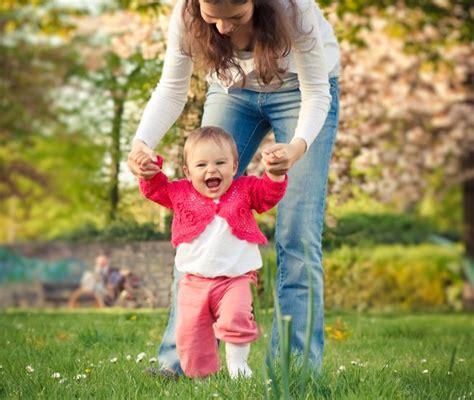 Quando I Bambini Iniziano A Gattonare by Quando I Primi Passi Mamma Felice