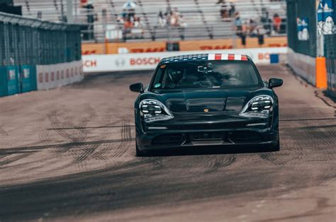porsches hp mission  prepares  wrestle tesla  ev