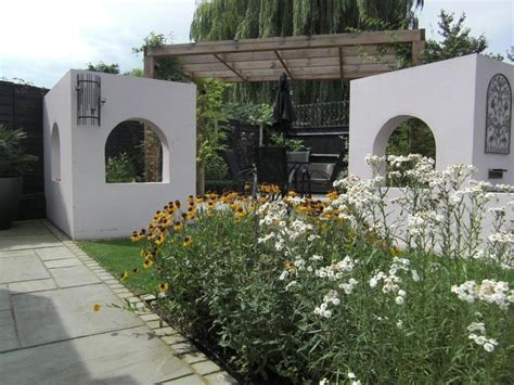 shallow wide garden wide shallow contemporary garden design in windsor berkshire with a