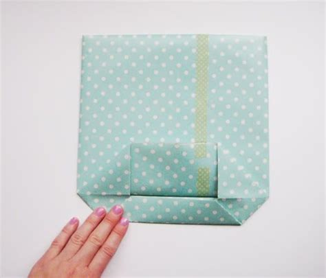 How To Fold Gift Tissue Paper - 1000 ideas about gift bags on tea