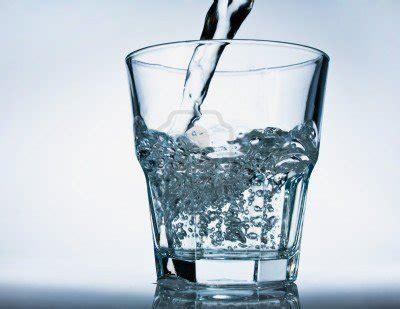 quanti bicchieri d acqua bisogna bere al giorno l acqua ti fa bella e sana
