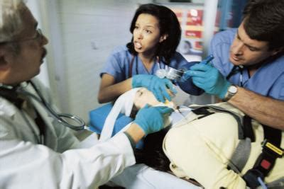 emergency room nurses what are the duties of emergency room registered nurses our everyday