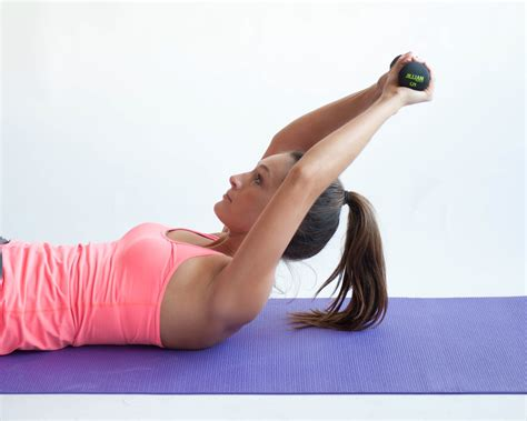 ways  perform exercise ball abdominal crunches wikihow