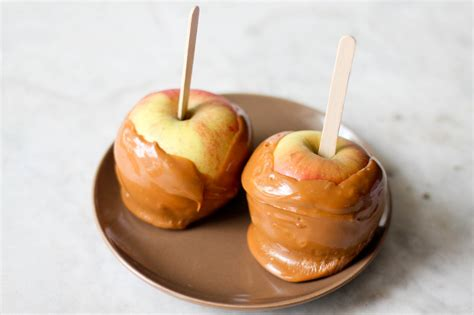 how to make caramel apples with pictures wikihow