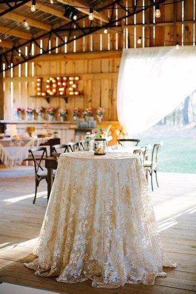 simple  elegant white wedding decor ideas