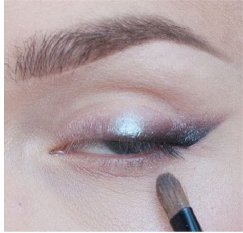 Eyeshadow Zones wings metallic eyeshadow and on