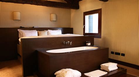 hotels with bathtub in bedroom ca maria adele a luxury venice hotel