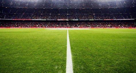 ukuran lapangan sepak bola standar fifa  gambar lengkap