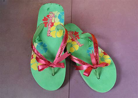 create decorative flip flops  steps  pictures