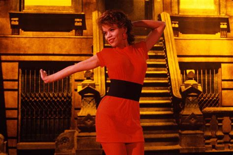 rosie peres wears a good 25 style lessons you can only learn from these nyc films