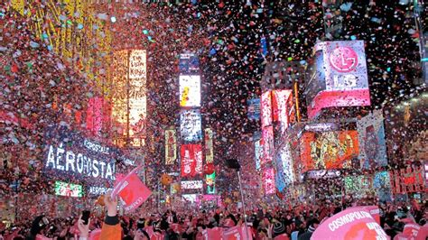 new year nyc 2015 how 3 000 pounds of confetti reaches times square for the