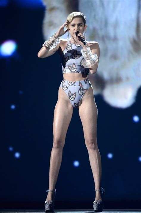 miley cyrus shuts down the amas with her lip synching miley cyrus on stage at the amas miley cyrus skinny vs