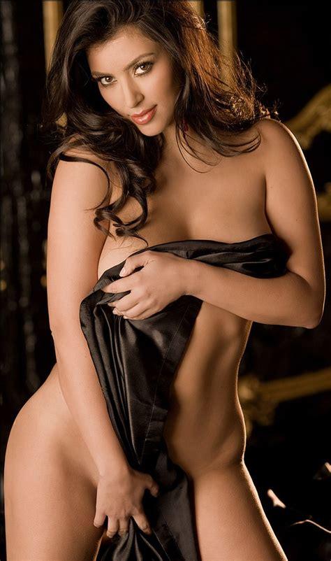 photos hot kim kardashian kim kardashian hot cleavage photos catholic news solar