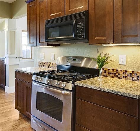 how to make a backsplash in your kitchen brown kitchen backsplash glass tiles decor trends how