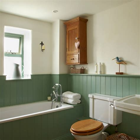 country bathroom with tongue and groove panelling