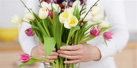 mazzi fiori recisi fare durare a lungo i fiori recisi cose di casa