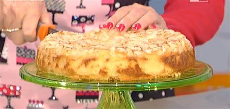 moroni dolci di casa la ricetta della torta di mele e mandorle di moroni