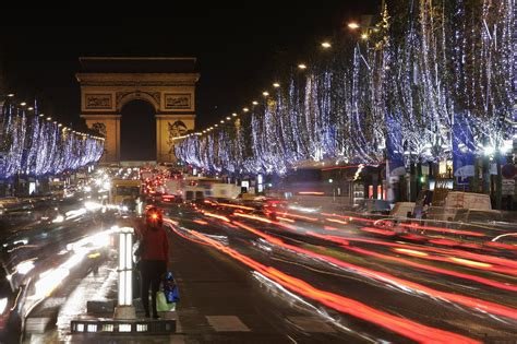 images of christmas in paris christmas in paris the city of lights travelvivi com