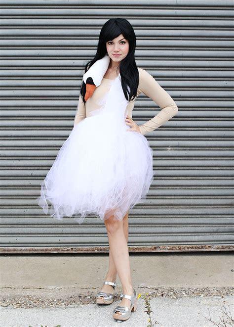 bjork swan dress diy costume tutorial for the bjork swan dress