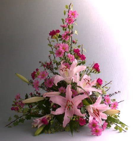 flower arranging flower arrangement styles styles of flower arrangements