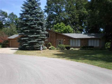 Garage Sales In South Bend Indiana by 17630 Briarcliff Ct South Bend Indiana 46635 Foreclosed