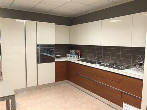 Cucina Rovere Bianco by Cucina Moderna Angolare Aran Legno Rovere Pi 249 Laccato