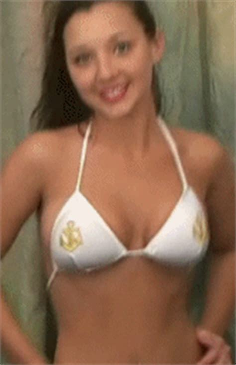 swinging big boobs gifs give bouncing boobs some extra oomph 44 gifs