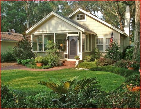 Bungalow With Screened Porch | bungalow screened porch entry low budget retirement