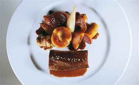 cuisiner epaule de chevreuil filet de chevreuil d alsace cuisin 233 en cocotte sauce