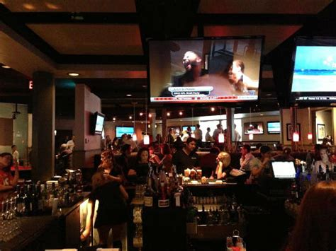 The 5 Best Bars In Phoenix To Watch College Football