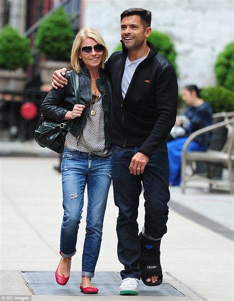kelly ripa is fresh faced after nonstop halloween costume kelly ripa enjoys passionate smooch with husband mark