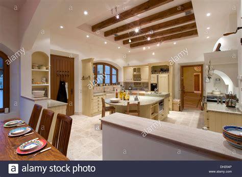 illuminazione cucina illuminazione cucina con travi a vista snowb