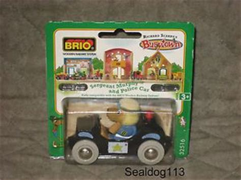 brio busytown brio richard scarry busytown sergeant murphy and police