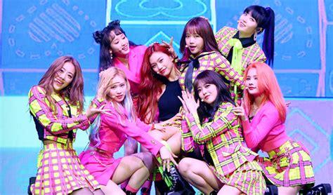 fans rejoice  lee   set  comeback   years