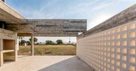 patios interiores casa de un piso construida en concreto planos de