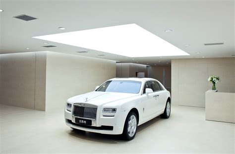 rolls royce dealership rolls royce biggest showroom in the world