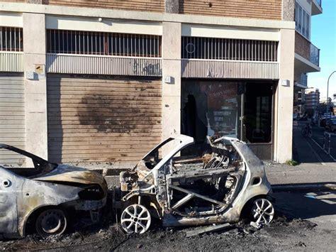 porta portese auto regalo paura a porta portese a fuoco due auto nell esplosione
