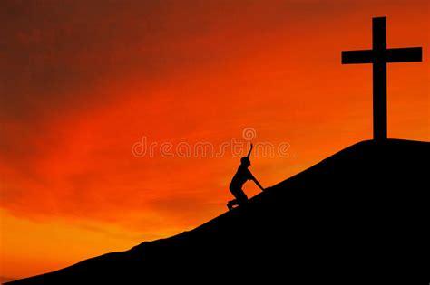 mundo do homem espiritual imagem de stock royalty free silhueta do homem com a cruz fotos de stock royalty free