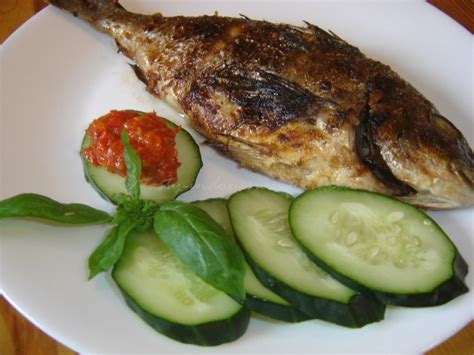 tasty indonesian food ikan bakar food indonesian food
