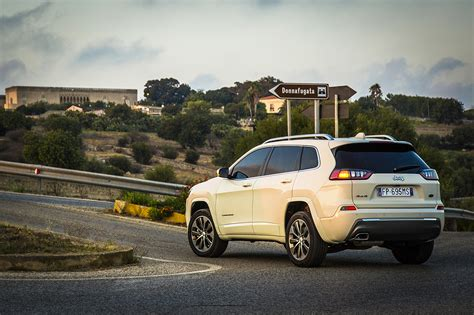 Autoscout Jeep Cherokee by Jeep Cherokee Il Restyling Arriva In Italia Ecco Tutte