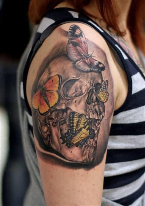 tatuagem ombro caveira borboleta por da silva tattoo