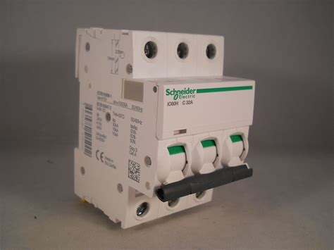 Mcb 32 A 3 Phase schneider mcb 32 acti9 ic60h type c 32a pole 3